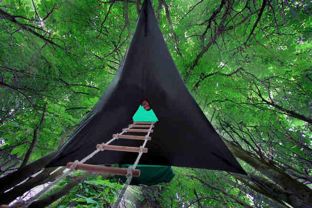 空中に張るハンモックのようなテント「Tentsile」 (7)