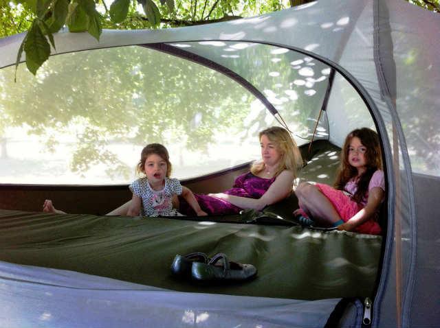 空中に張るハンモックのようなテント「Tentsile」 (8)
