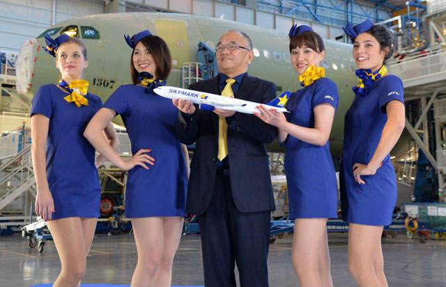 スカイマークのミニスカ客室乗務員がセクハラ誘発だとさ。どんな制服だよ!! (2)