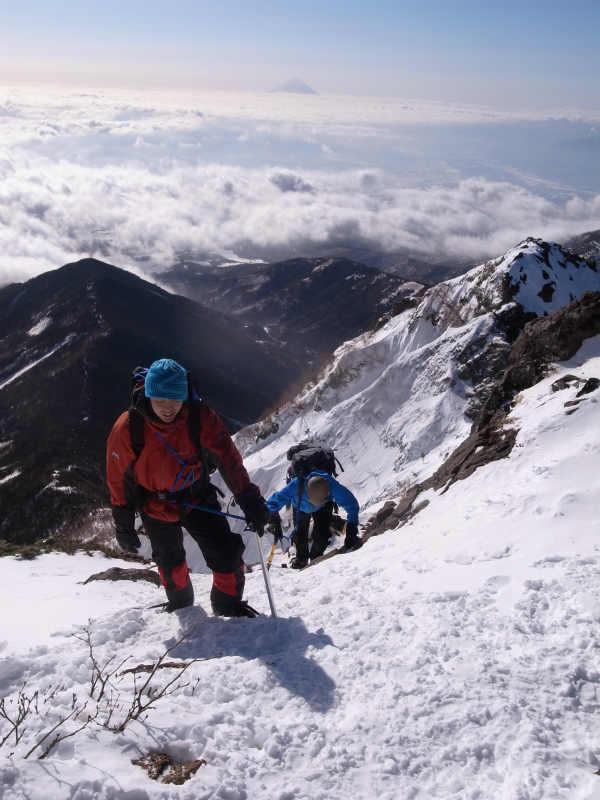 厳冬期2月の冬山に初挑戦!八ヶ岳の頂点、赤岳を雪山登山(赤岳鉱泉テント泊ルート、コースタイム有) (27)