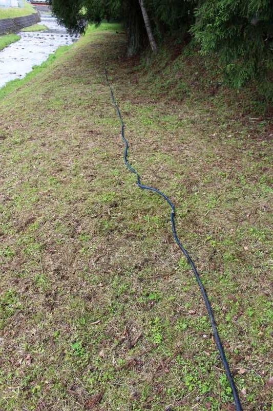 ビニールハウスの畝の作り方とホースで沢から水源を確保した件 (8)