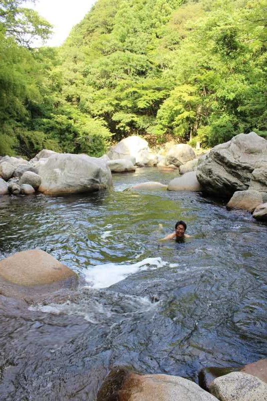 愛知県新城市作手の「鳴沢の滝」までサイクリングして泳いでみた! (13)