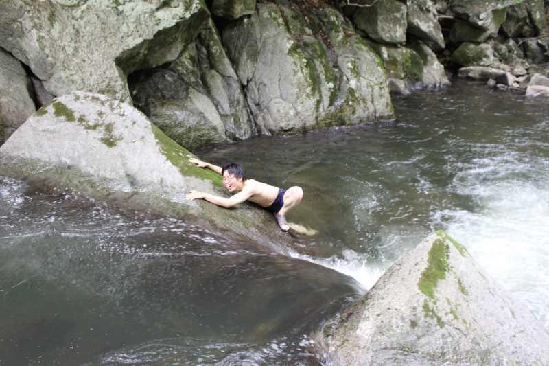 愛知県新城市作手の「保永の三滝」の滝つぼで泳いでみた![動画あり] (6)