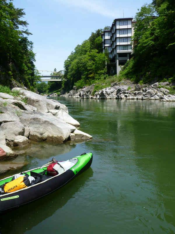 天竜川カヌーツーリングと急流の瀬にもまれる中でカヌーを漕ぐ動画 (5)