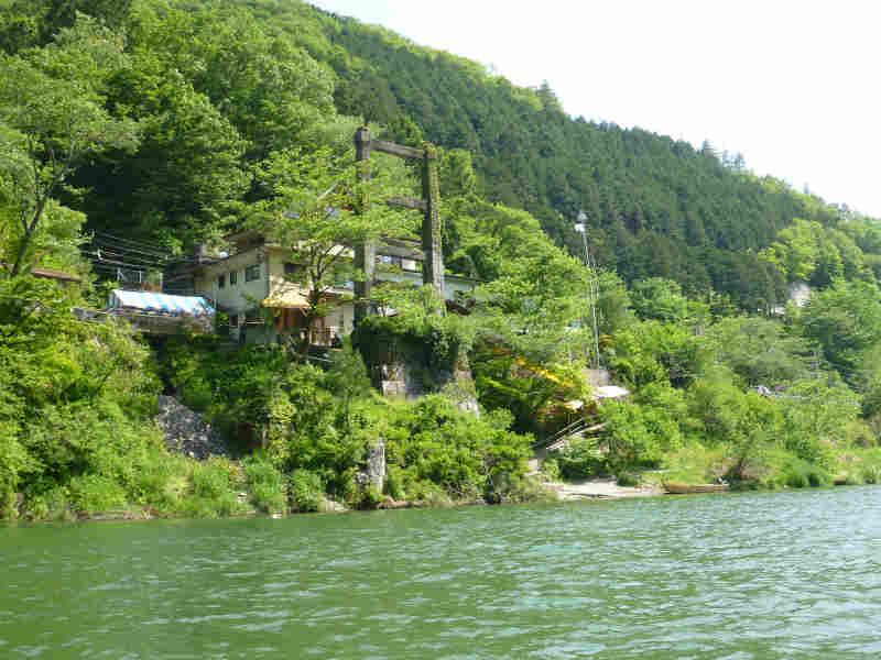 天竜川カヌーツーリングと急流の瀬にもまれる中でカヌーを漕ぐ動画 (9)