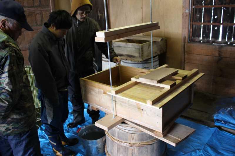 手作り醤油搾りのお手伝いをしてみた。搾りたて生醤油がおいしすぎてやばい! (7)