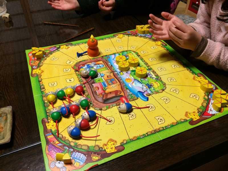 ねことねずみの大レースを子供と遊んで大盛り上がり!4歳から遊べる面白いボードゲームだよ (2)