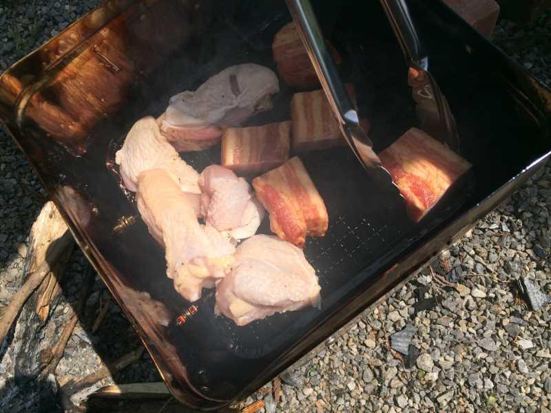 一斗缶での燻製にリベンジ!食材はベーコン、卵、鶏肉!! (2)