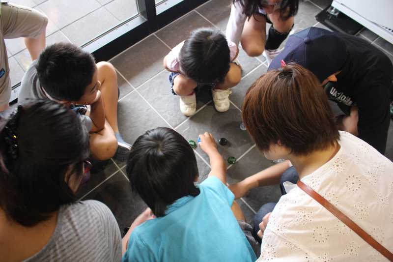 おしゃれなガラス玉を貼るワークショップで子供が大盛り上がり!【つくでまめな会】 (13)
