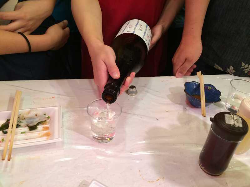 モウカの星うめー!上野アメ横の「魚草」でサメのハツ刺身と食べてみた! (8)