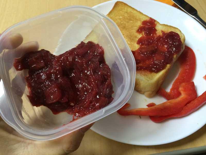 真っ赤なルバーブのジャムを作ってみた!作り方は砂糖を入れて混ぜながら煮込むだけ! (7)