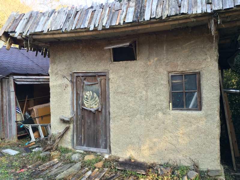 セルフビルドの面白い家が立ち並ぶ理想空間が和歌山にあった!【アースバックハウス・ストローベイルハウスetc】 (3)