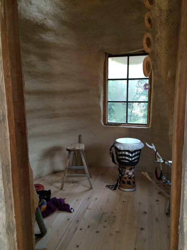 セルフビルドの面白い家が立ち並ぶ理想空間が和歌山にあった!【アースバックハウス・ストローベイルハウスetc】 (14)