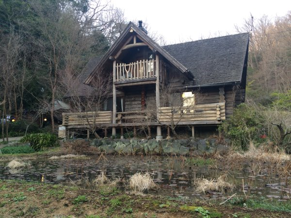 伊豆のスターヒルズのログハウスと作りかけのアースバックハウスがすごすぎた!【静岡】 (33)