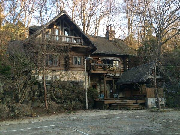 伊豆のスターヒルズのログハウスと作りかけのアースバックハウスがすごすぎた!【静岡】 (32)