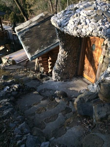 伊豆のスターヒルズのログハウスと作りかけのアースバックハウスがすごすぎた!【静岡】 (12)