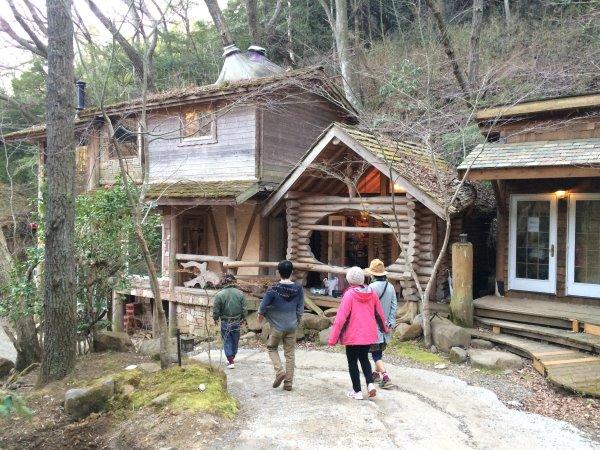 伊豆のスターヒルズのログハウスと作りかけのアースバックハウスがすごすぎた!【静岡】 (25)