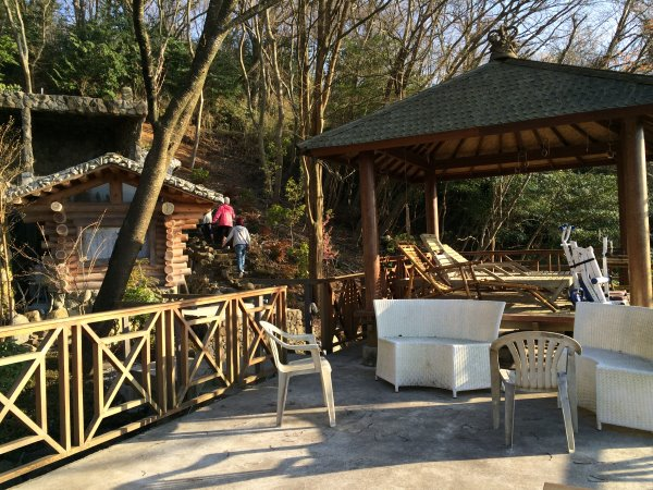 伊豆のスターヒルズのログハウスと作りかけのアースバックハウスがすごすぎた!【静岡】 (7)