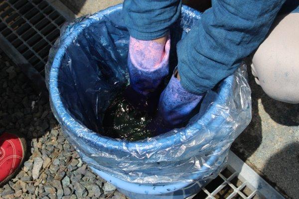 草木染め染色体験ふたたび。藍染めTシャツの作り方を研究してみたよ! (1)
