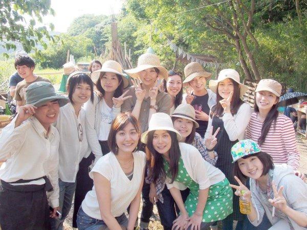 畑で素敵な空間を演出し、採れたて野菜の料理が並ぶファームキャンプパーティーが楽しすぎた! (4)