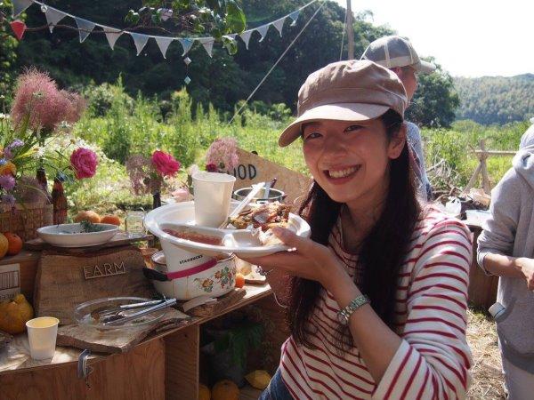 畑で素敵な空間を演出し、採れたて野菜の料理が並ぶファームキャンプパーティーが楽しすぎた! (7)