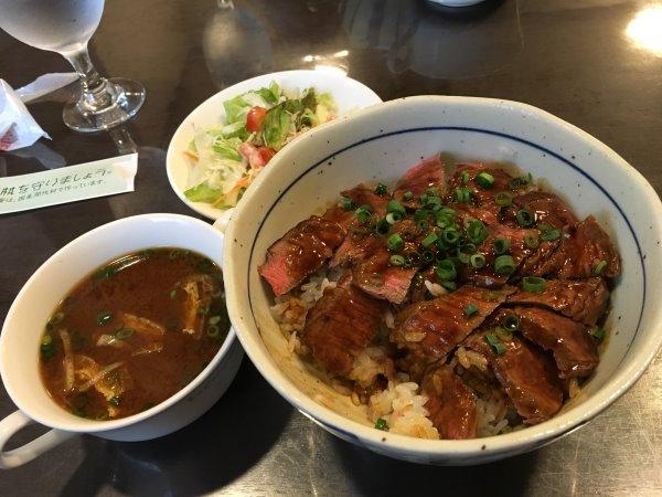 【愛知県豊橋市】レストラン川上のステーキ丼がおすすめ!赤身肉に特製ダレがおいしい! (2)